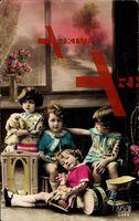 Vier Kinder mit Trommel, Pferd und Teddybär, Spielzeug
