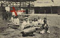 Indonesien, Männer spielen auf Holzinstrumenten,Trommel,Xylophon,Paukenschlag