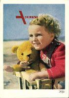Kleines Kind mit einem gelben Teddybären, Spielzeug