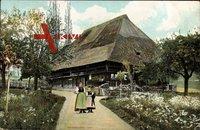 Schwarzwaldhaus, Frühling, Reetdach, Anwohnerinnen, Baumblüte