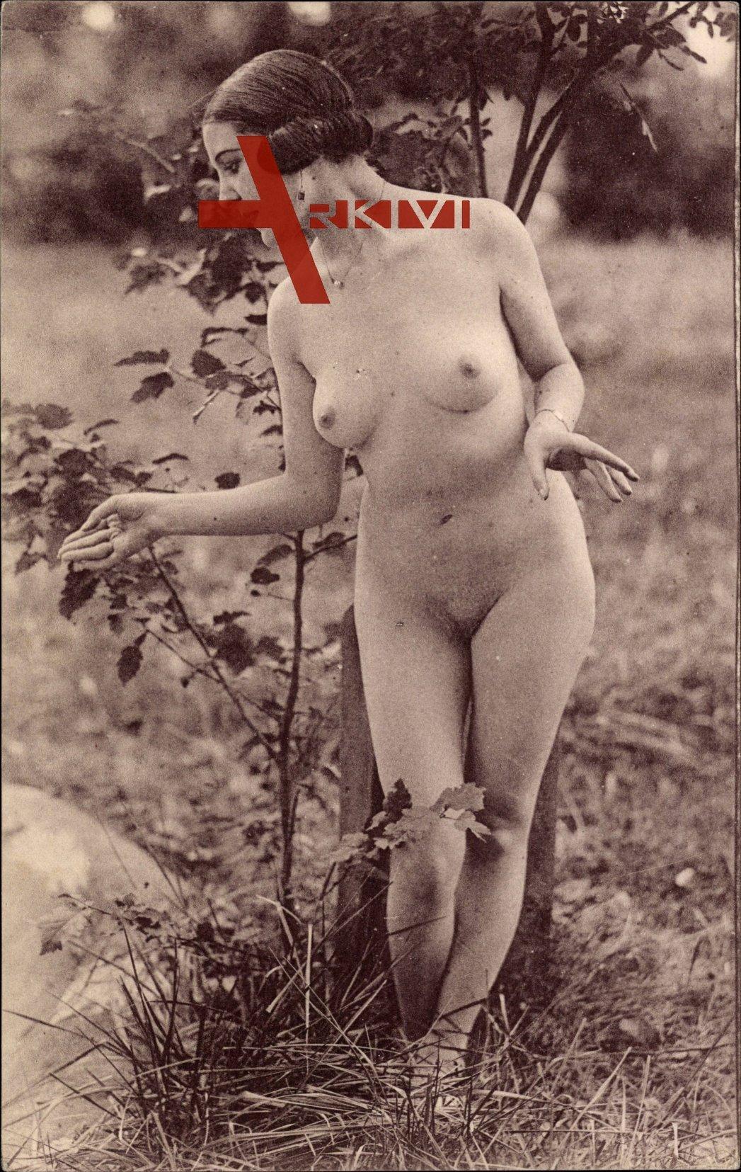 Nackt frauen mit natur brüsten