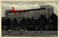 Hamburg Eimsbüttel Harvestehude, Jahn Schule, Kinder spielen Fußball