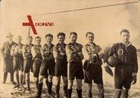 Fußballmannschaft, Junge Männer in Trikots, Lederball