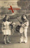 Glückwunsch Namenstag, Zwei Kinder, Trommel, Mädchen mit Blumen