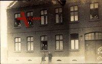 Oberhausen Rhein, Partie an der Sophienstraße 28, Bewohner am Fenster