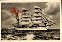 Segelschulschiff Horst Wessel bei voller Fahrt