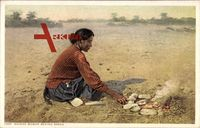 Navaho Woman baking Bread, Indianerin bäckt Brot, Feuerstelle