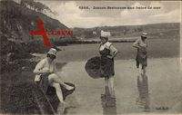 Jeunes Bretonnes aux bains de Mer, Bretagne, Frauen im Wasser