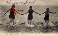 Plaisirs de la Mer, Au Bain, Drei junge Frauen im Wasser, Badekleider