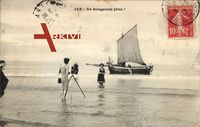 Ne bougeons plus, Fotograf, Foto am Strand, Frau im Wasser, Segelboot