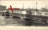 Paris, Inondation 1910, vue générale du Pont de la Concorde