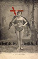 Frau in Karnevalskostüm, Petit Moineau, Kleiner Spatz