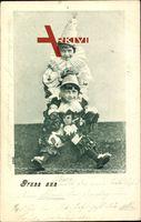 Zwei Kinder in Karnevalskostümen, Lachend, Hüte