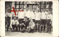 Gruppenfoto einer Fußballmannschaft, Torwart, Trikots