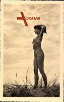 Junges Mädchen in kurzem Badekleid, Strand, Langhaarig