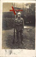 Deutscher Soldat in Uniform, Standportrait, Gewehr, 14 Inf Regiment 179