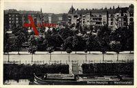 Berlin Neukölln, Straßenpartie am Weichselplatz, Parkanlage, Frachter