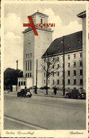 Berlin Tempelhof, Blick auf das Rathaus, Autos