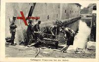 Gefangene Franzosen bei der Arbeit, Soldaten