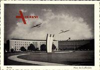 Berlin Tempelhof, Blick auf den Platz der Luftbrücke, Flugzeuge, Flughafen