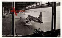 Berlin Tempelhof, Blick auf den Zentral Flughafen, Rollfeld, Flugzeug