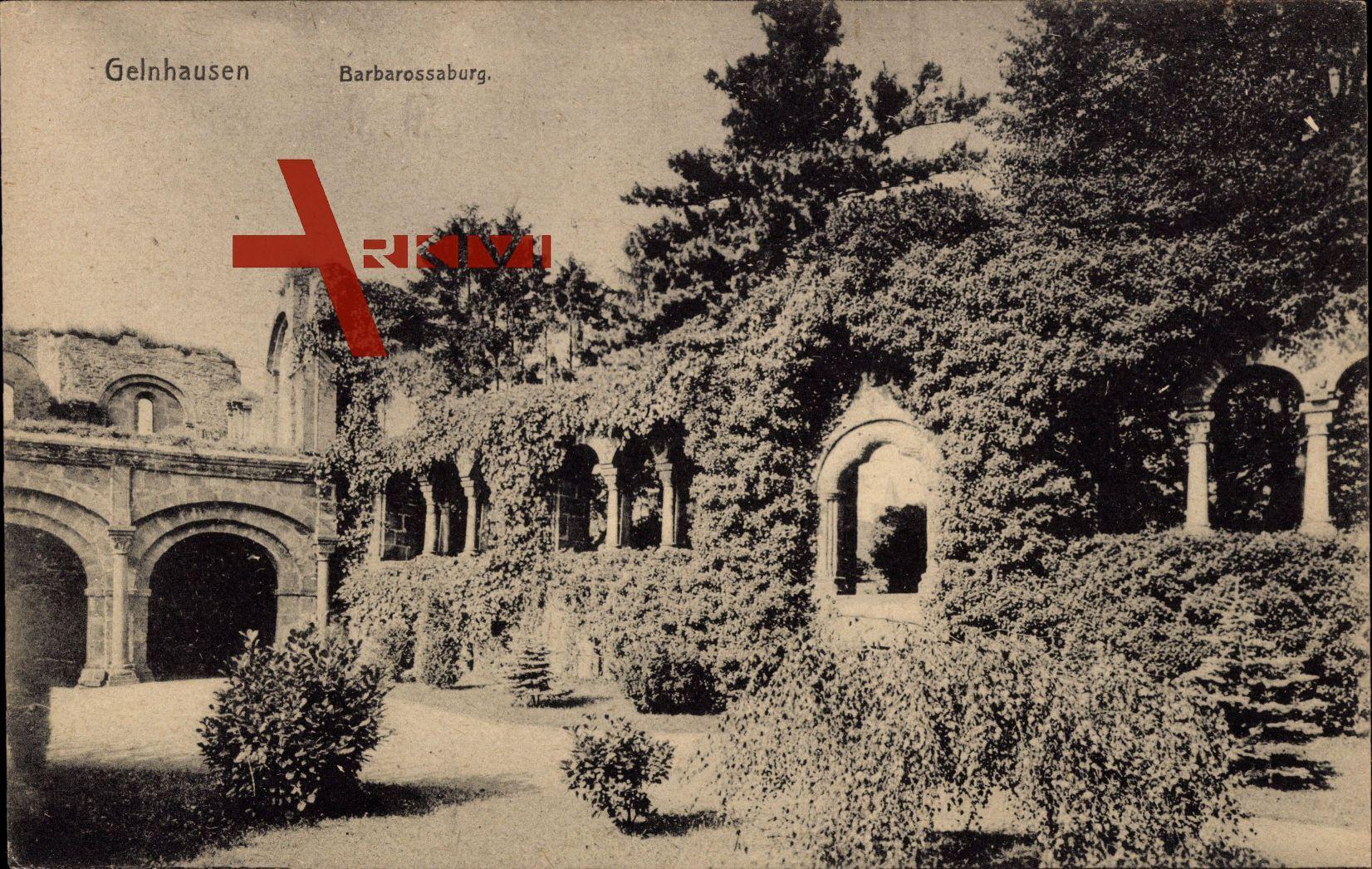 Gelnhausen, Teilansicht der Barbarossaburg, Rankenbewuchs, Ruine