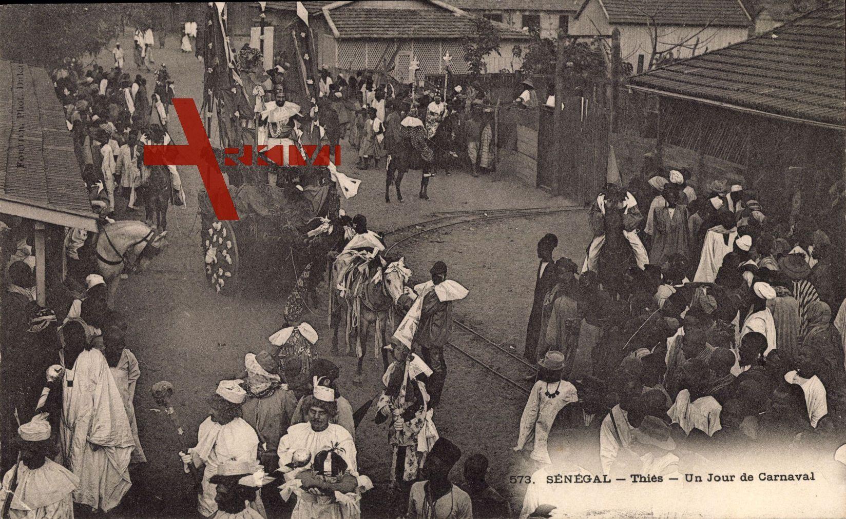 Thiès Senegal, Un Jour de Carneval, Straßenpartie mit Anwohnern