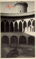 Palma de Mallorca Baelarische Inseln, Patio Castello Bellver, Ziehbrunnen