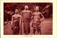 Indigenes grimes, Eingeborene mit Gesichtsbemalung, Bananenpalmen