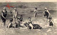 Westerland auf Sylt, Damen genießen ein Bad in der See