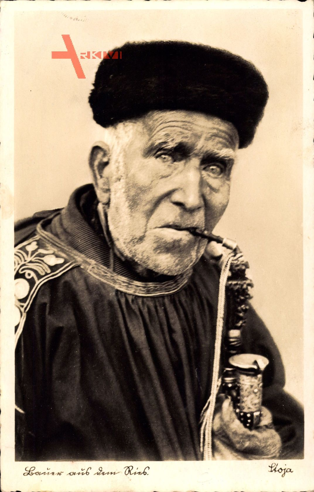 Bauer aus dem Ries, Alter Mann in Tracht, Pfeife, Pelzmütze
