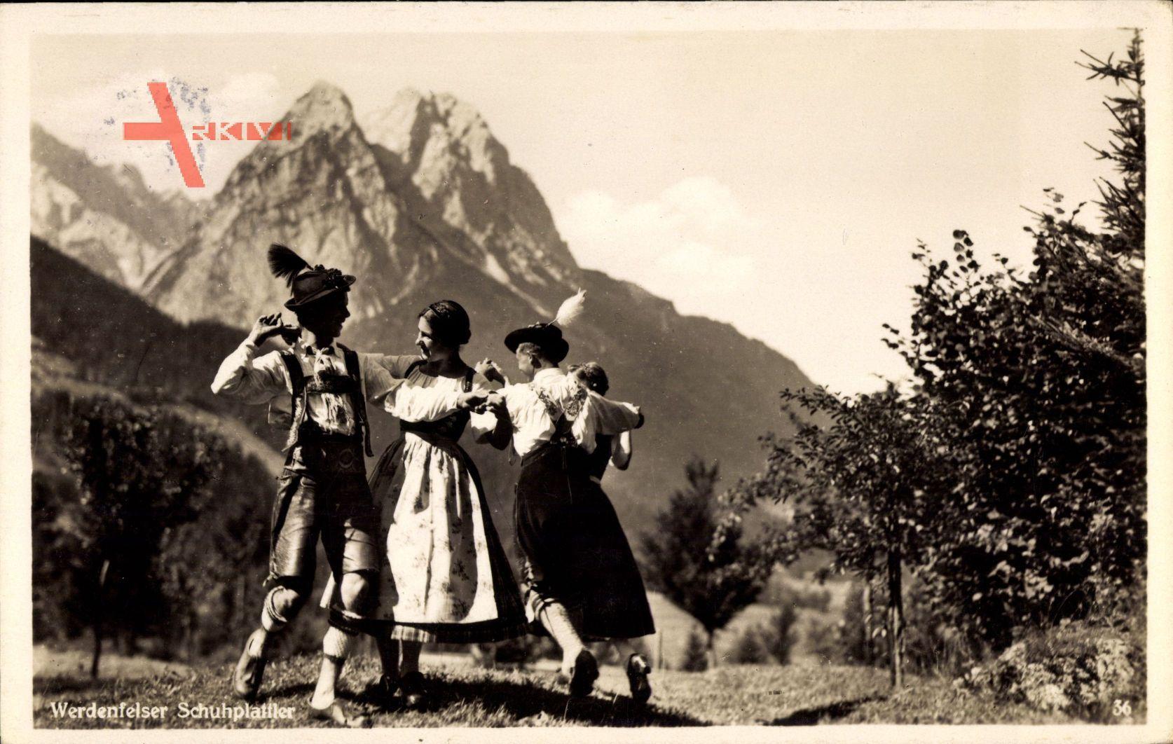Werdenfelser Schuhplattler, Männer und Frauen in Tracht, Gebirge