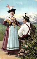 Paar in bayrischen Trachten, Lederhosen, Dirndl