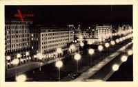 Berlin Friedrichshain, Stalinallee bei Nacht, Hochhäuser, Straßenlaternen