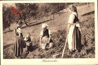 Kräutersucher bei der Arbeit, Feld, Elchlepp Idylle 83