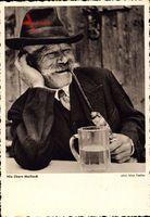Nix übern Maibock, Mann in Tracht mit Pfeife und Bierglas