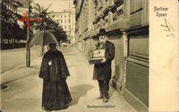 Berliner Typen, Wachsstreichholz Verkäufer, Alter Mann,Frau mit Schirm
