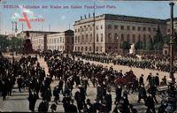 Berlin Mitte, Aufziehen der Wache am Kaiser Franz Josef Platz, Bebelplatz