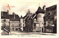 Dole Jura, La Place Nationale, Tor, Häuser, Treppe, Fassaden, au Boucheron