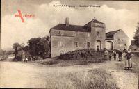 Santans Jura, Straßenpartie mit Blick auf das Chaterau, Tor, Kinder