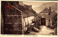 Baume les Messieurs Jura, Entree de l'Abbaye, Berg, Treppe, Häuser
