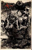 Männer bei der Arbeit im Steinbruch, Werkzeug