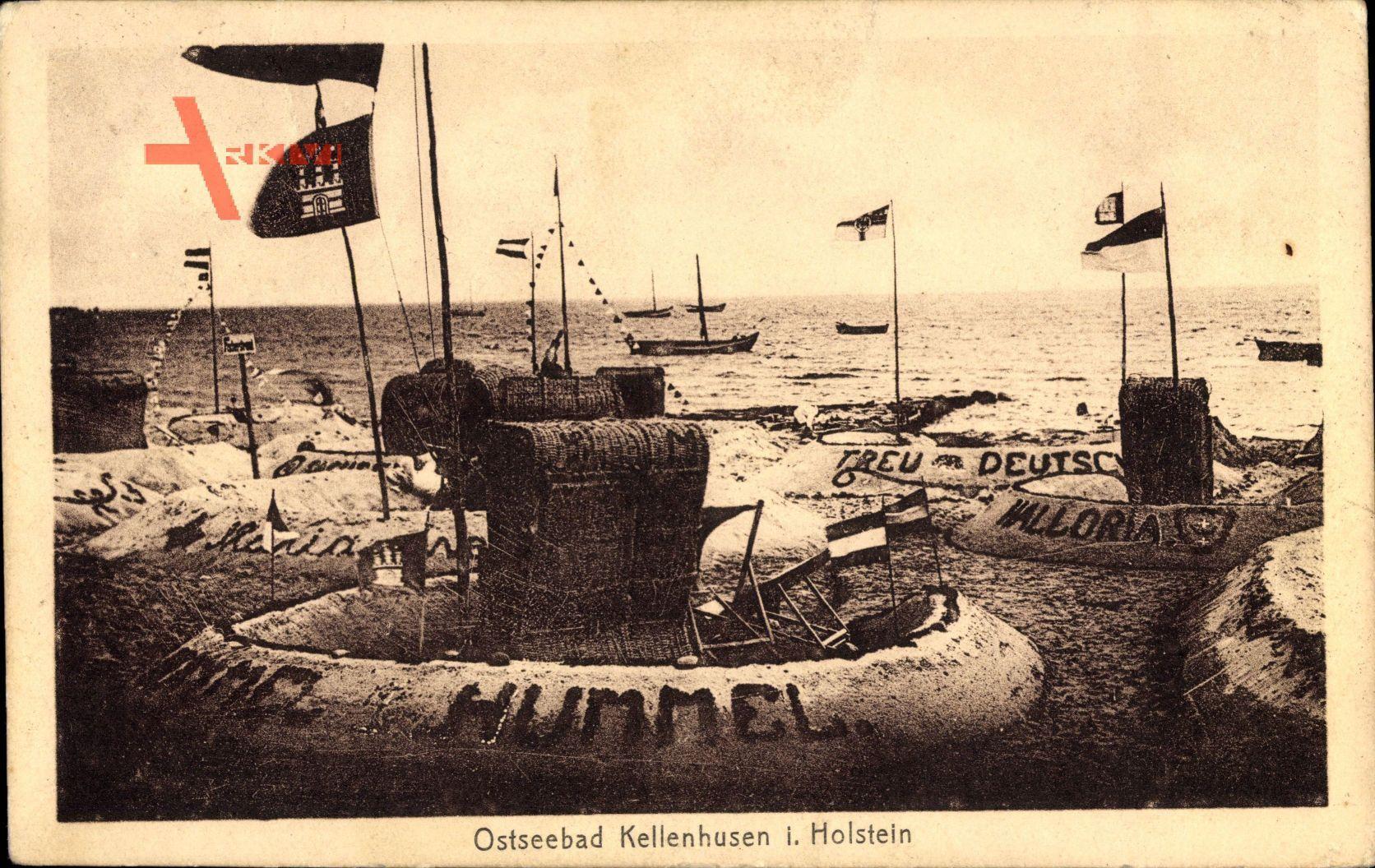 Kellenhusen an der Ostsee in Ostholstein, Strandkörbe mit Sandburgen