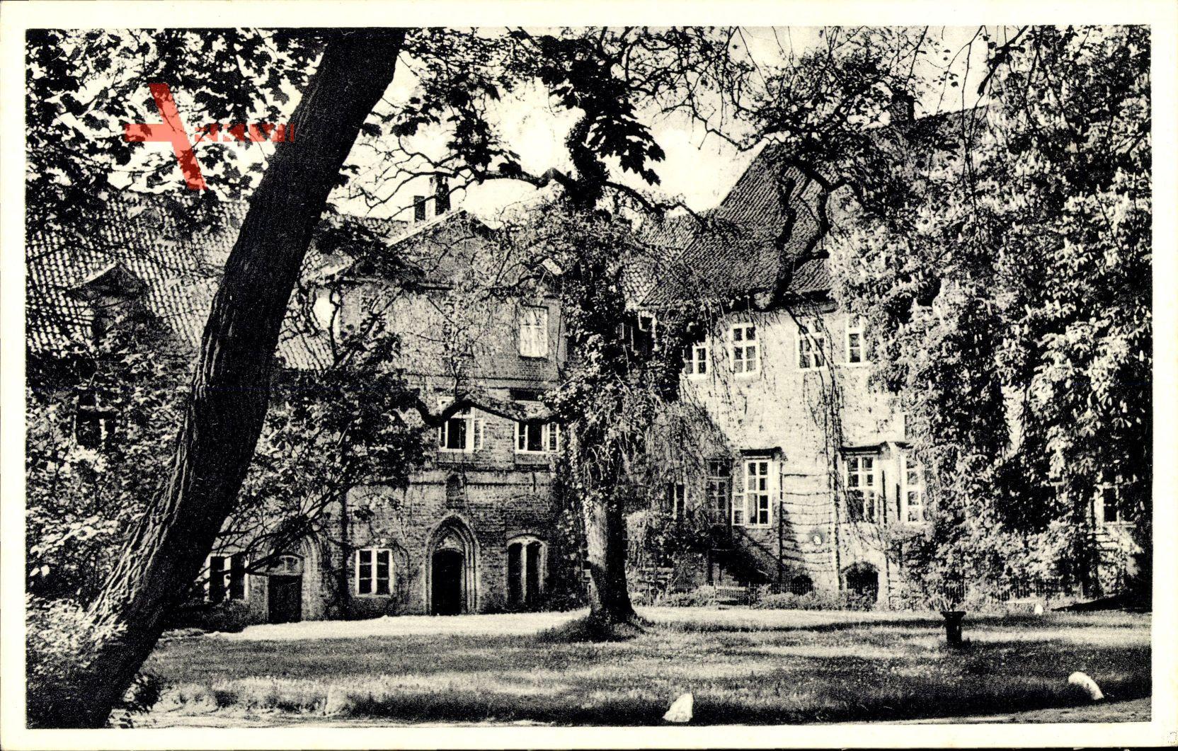 Ebstorf Kr. Uelzen, Blick in den Klosterhof, Frühling