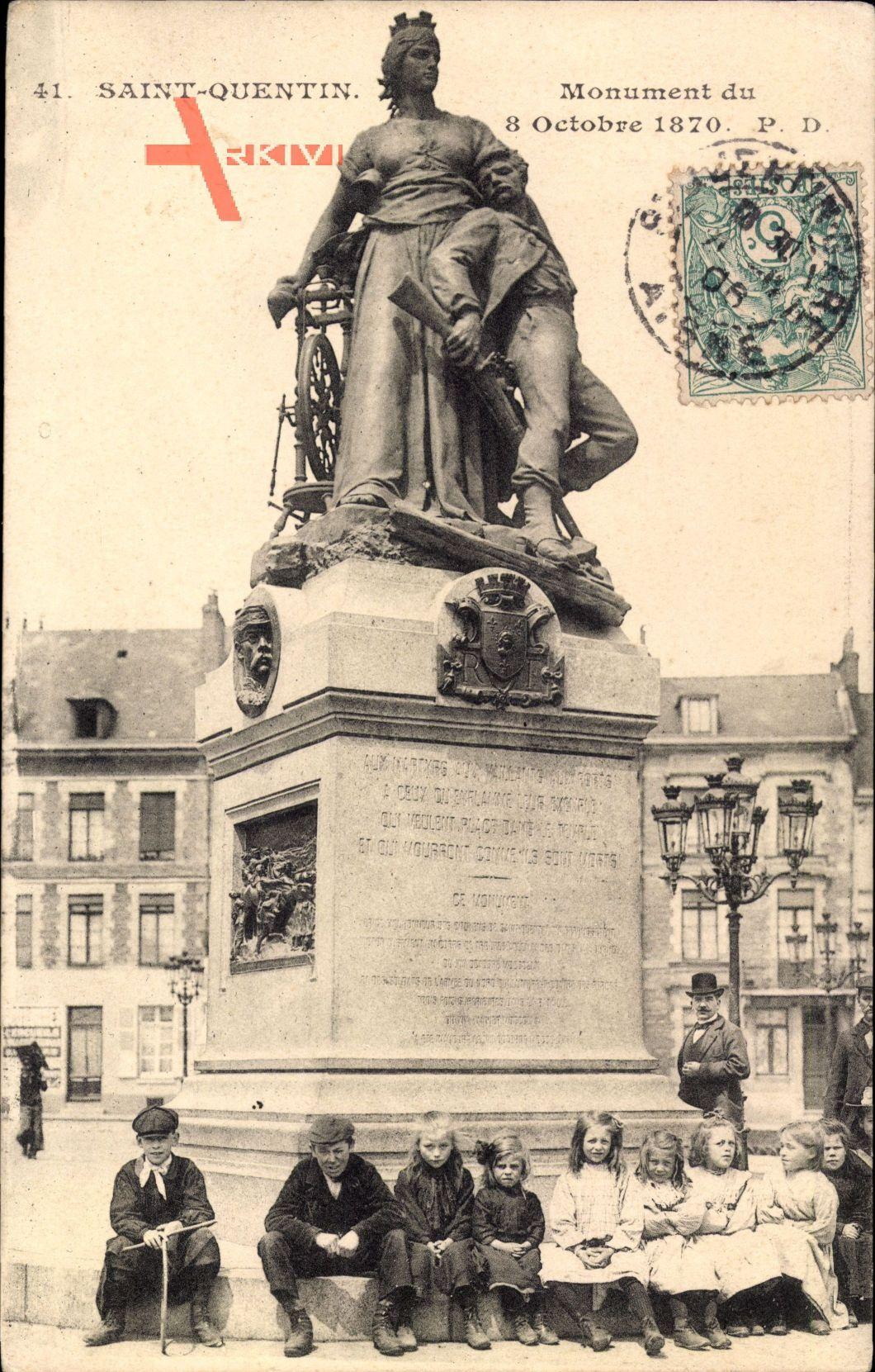 Saint Quentin Aisne, Monument du 8 Octobre 1870, Kinder, Häuser, Straßenlampe