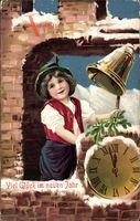 Glückwunsch Neujahr, Junge läutet Glocke, Uhrzeit kurz vor Mitternacht