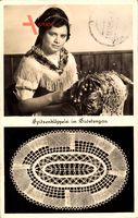 Spitzenklöppelei im Sudetengau, Mädchen bei der Arbeit, Heimatkunst