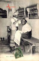 Tunesien, Barbier, Tunesischer Friseur bei der Arbeit