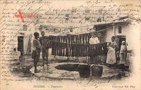Tunesien, Teinturiers, Tunesische Färber bei der Arbeit, Kinder