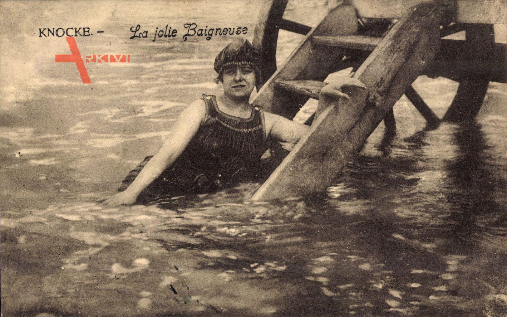 Knokke Heist Westflandern, La jolie Baigneuse, Frau in Badekleid